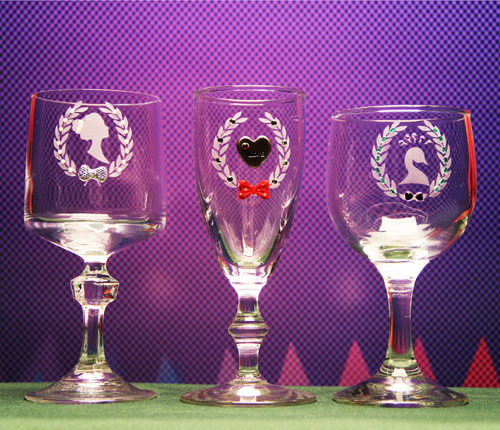 3 Crested Glasses